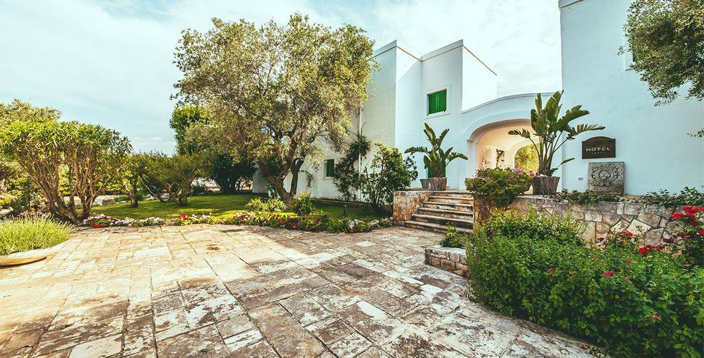 Un hotel con la blancura de los edificios mediterráneos
