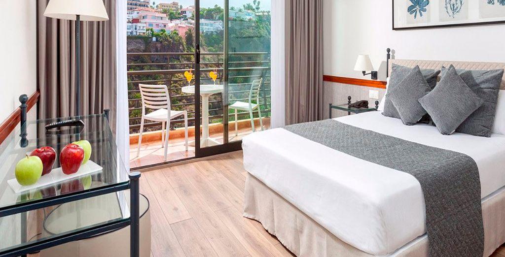 Descansa en tu espaciosa habitación Doble con vista lateral al mar