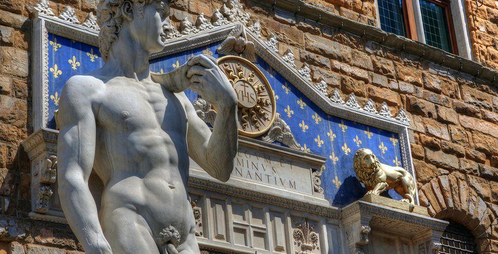 Réplica del David de Miguel Angel delante del Palazzo Vecchio