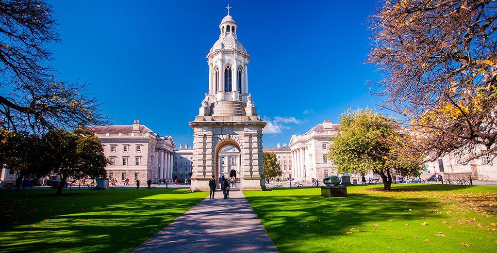 Te llevaremos al famoso Trinity College, la universidad más antigua de Irlanda