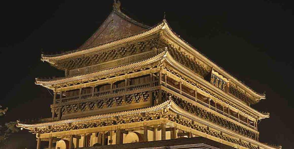 Antigua Torre iluminada del Tambor de Xi'an