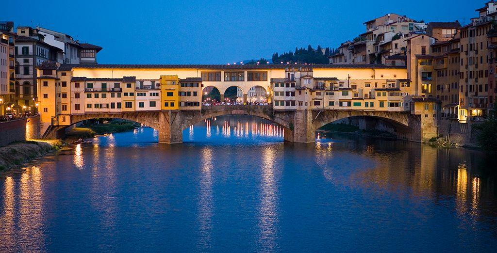 Difrute de sus días libres en la capital de la Toscana y visite el Ponte Vecchio, Florencia