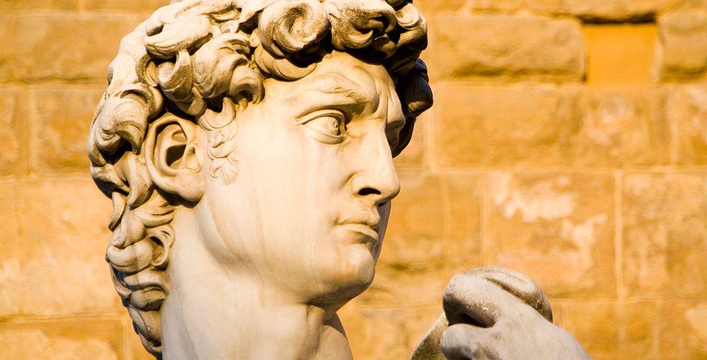 Florencia es un museo del arte. El David de Miguel Ángel,ubicado en Florencia, una de las mejores esculturas talladas de la historia