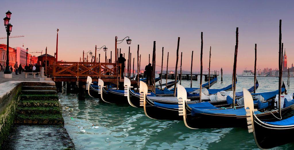 Disfrute de Venecia en un paseo en góndola
