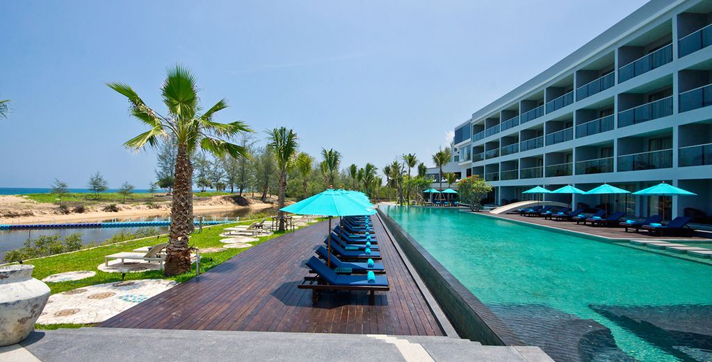 Disfrute de un hotel en primera línea de mar...
