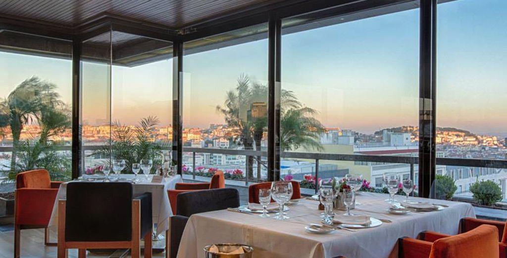 Restaurante con unas preciosas vistas del día...