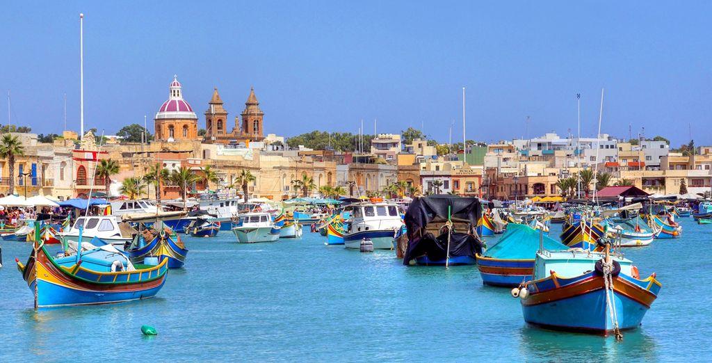 Una isla bañada por el sol en pleno Mediterráneo