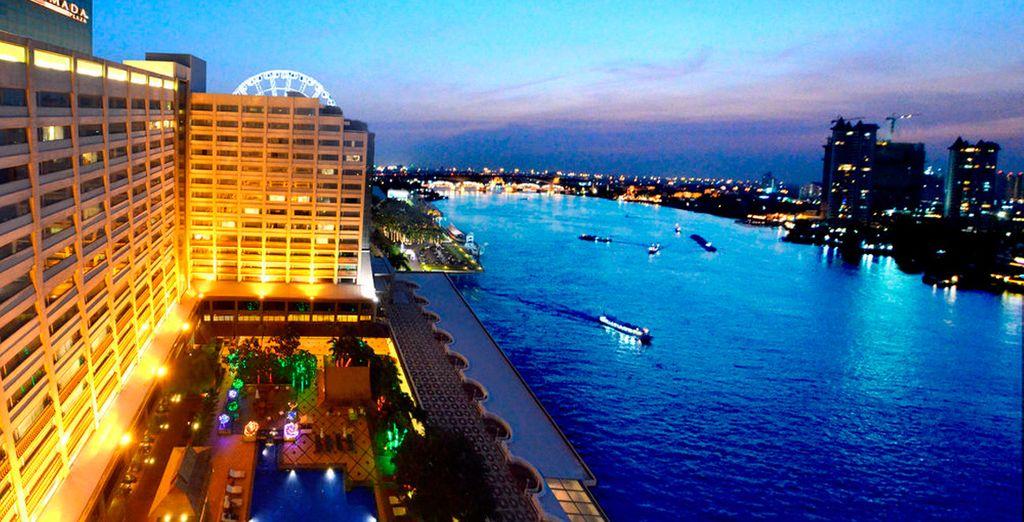 Pasarás 3 noches en Bangkok en el Ramada Plaza Bangkok Menam Riverside...