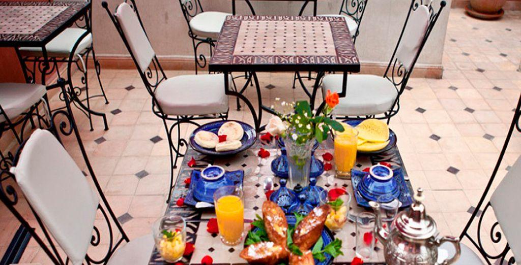 Disfrute por la mañana de un buen desayuno buffet