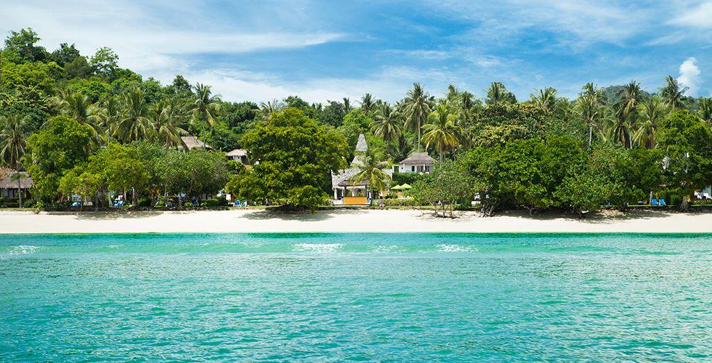 Ubicado en la isla Koh Yao Yai, junto a Bo Le Bay