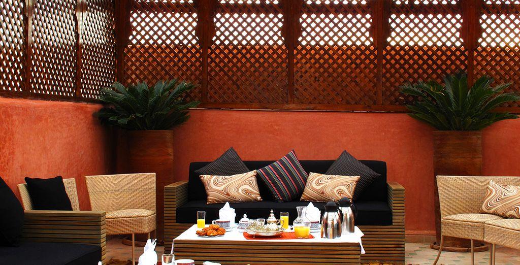 Después de la cena, se puede disfrutar de una bebida en la terraza