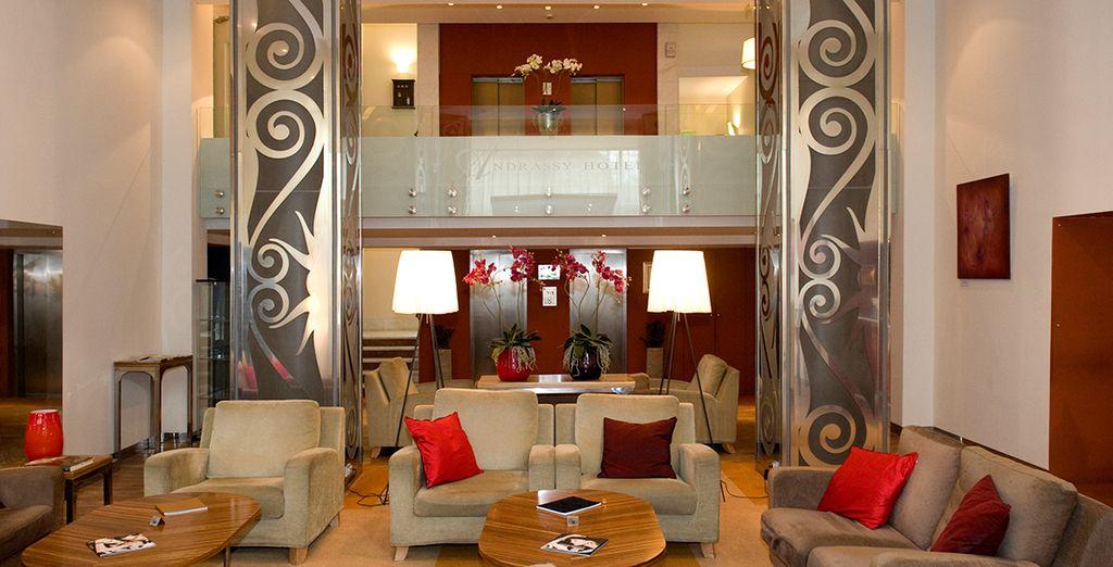 Un vestíbulo donde relajarse después de visitar la ciudad