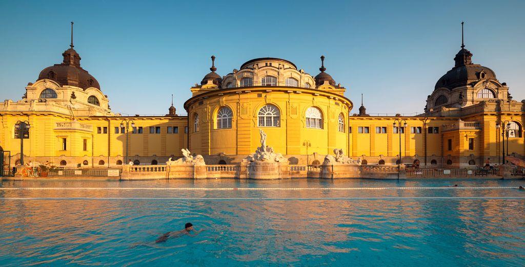 Los famosos baños termales Széchenyi se encuentran a sólo 5 minutos de su hotel