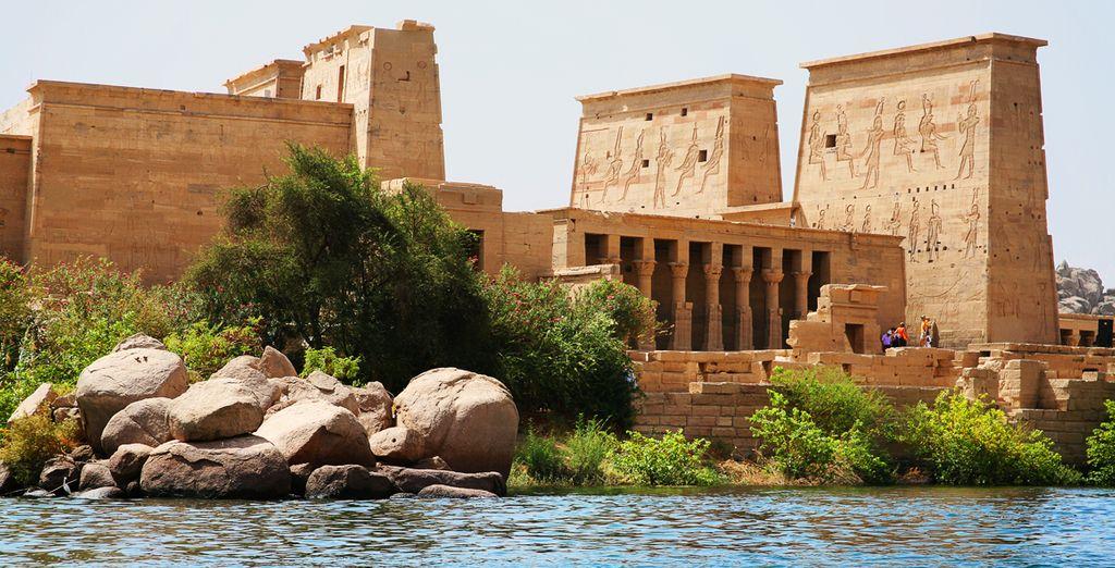 El tercer día navergará a última hora hacia Aswan