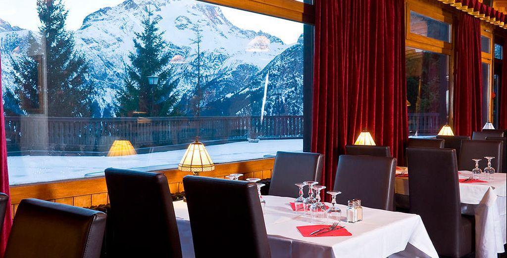Cena con los tuyos, con los Alpes como singular escenario