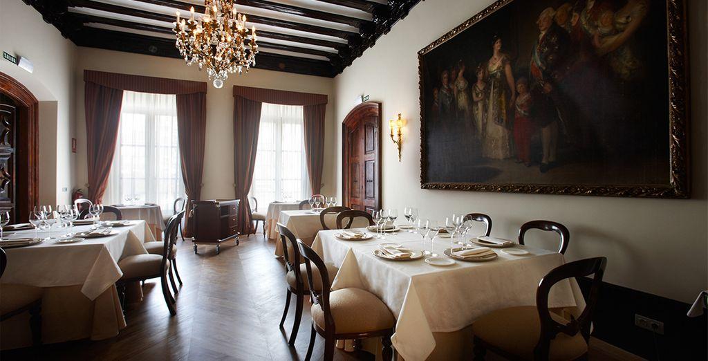 El hotel cuenta con un restaurante gastronómico con vistas a la Plaza del Consejo