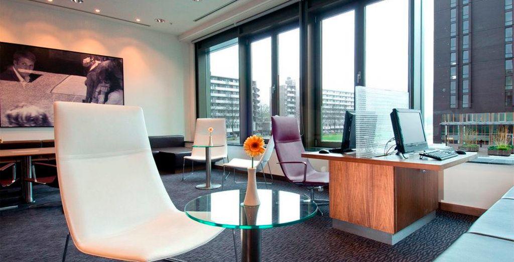 Sus modernos espacios llenos de luz invitan al visitante a explorar cada rincón