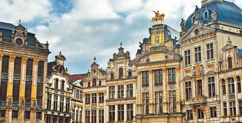Disfrute de la arquitectura de los edificios en la Grand Place
