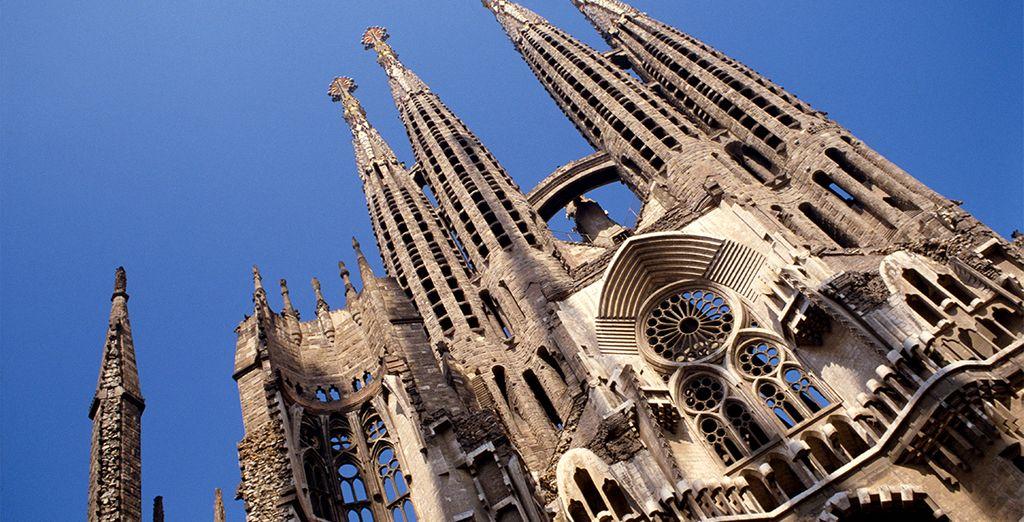 Y por supuesto no se olvide de visitar alguno del los edificios más emblematicos, la Sagrada Familia de Gaudí
