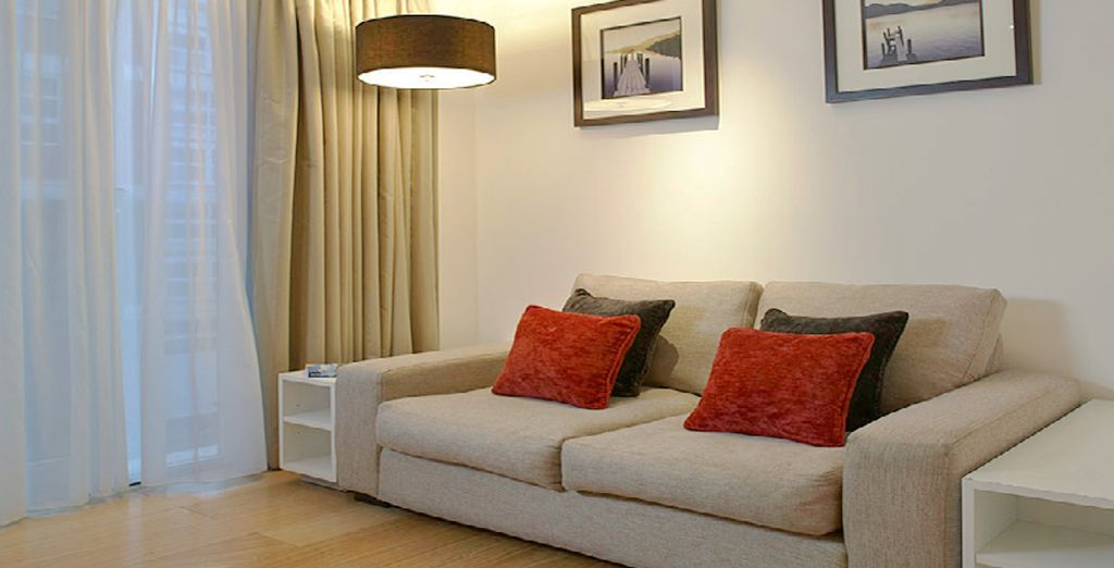 Le encantará el salón moderno de estilo minimalista
