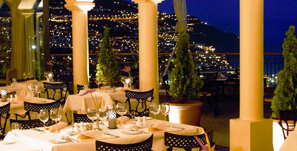 Goce de una cena romántica con vistas