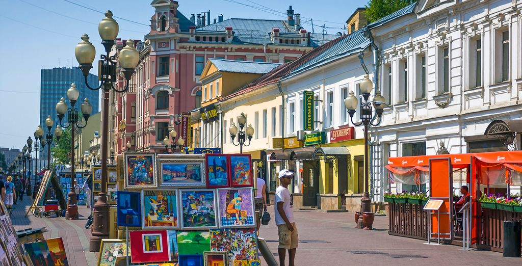 La calle Arbat, llena de vida y arte, es una calle peatonal de un kilómetro de largo