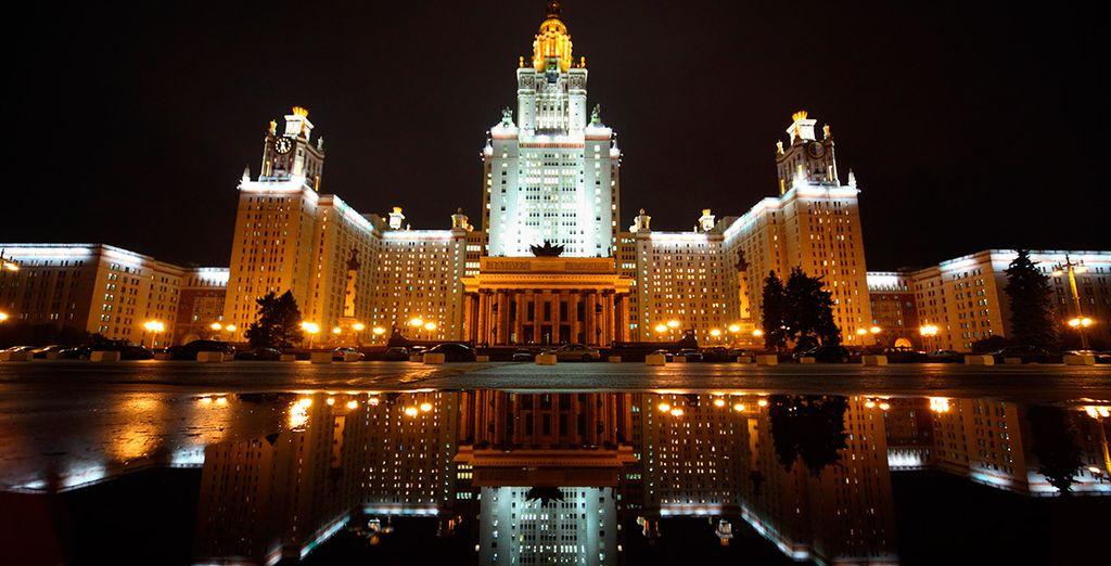 El majestuoso edificio de la Universidad de Moscú