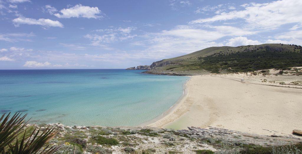 La impresionante Cala Mesquida de agua turquesa