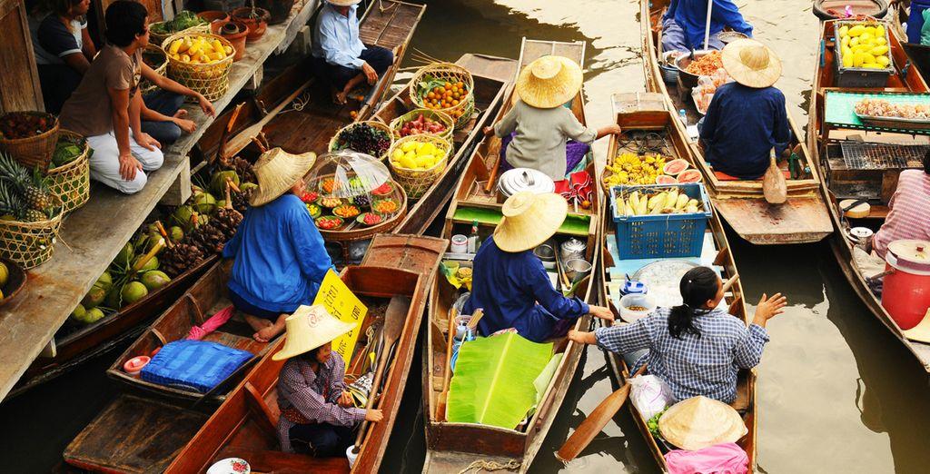 El mercado flotante Damnoen Saduak