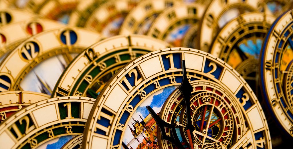 Compre un souvenir de la ciudad: réplicas del icónico reloj de Praga