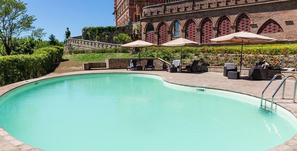 Refrésquese en la piscina...
