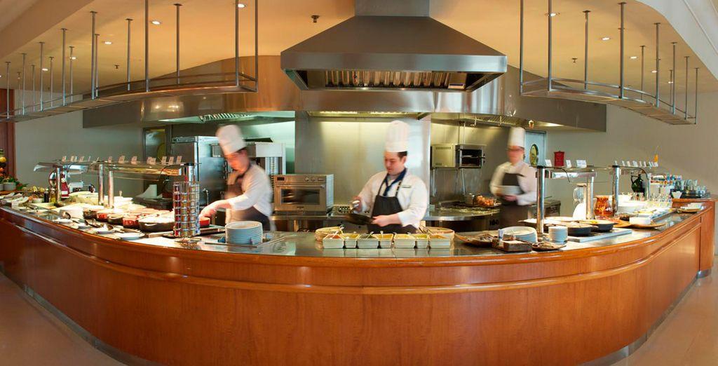 ... con cocineros que cocinan en directo para usted