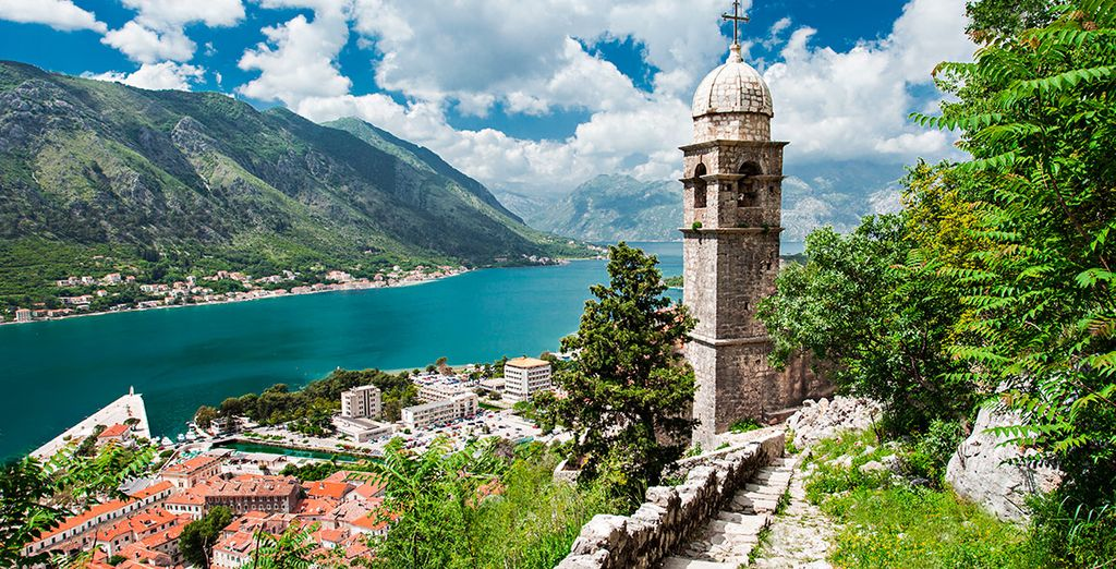 El segundo dia, de manera opcional, se dirigirá  hacia la maravillosa ciudad de Kotor en la República de Montenegro