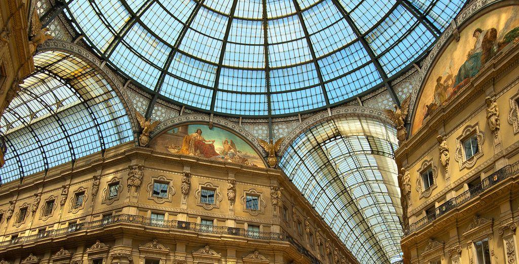Fascínese con la belleza del interior de la Galería Vittorio Emanuelle