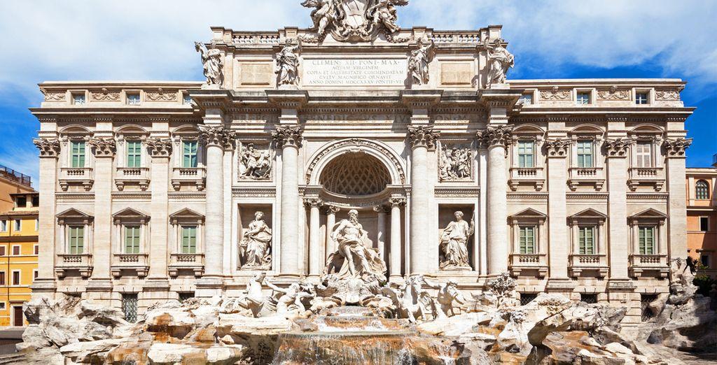 Tienta la suerte al lanzar una moneda en la Fontana di Trevi