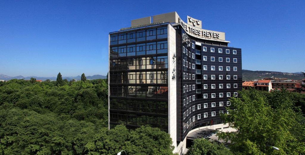 El Hotel Tres Reyes 4* está rodeado de jardines y zonas verdes en la Taconera