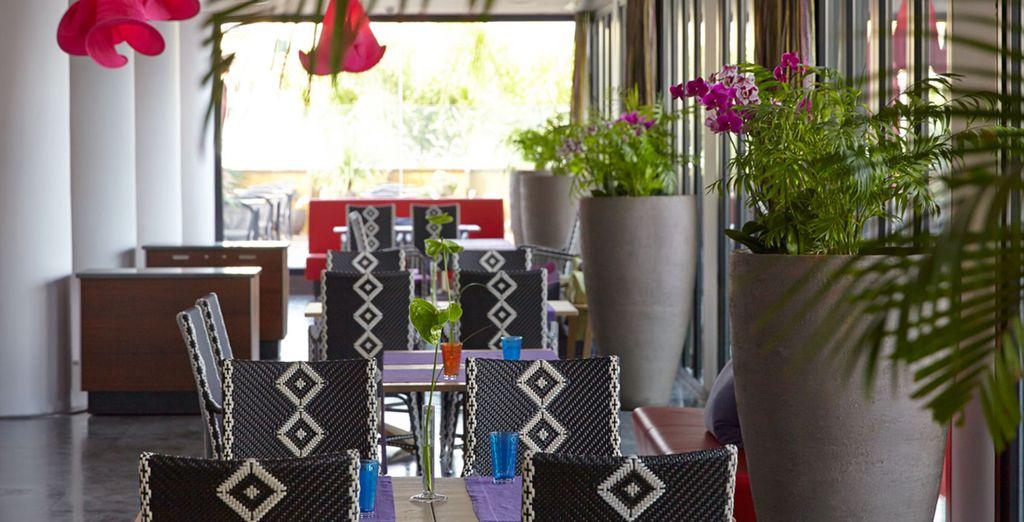 Degusta las especialidades del chef en un ambiente informal y original
