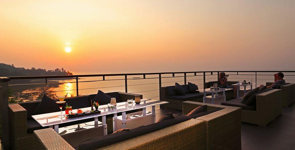 Donde disfrutarás de los mejores cócteles con vistas impresionantes de la bahía de Kamala