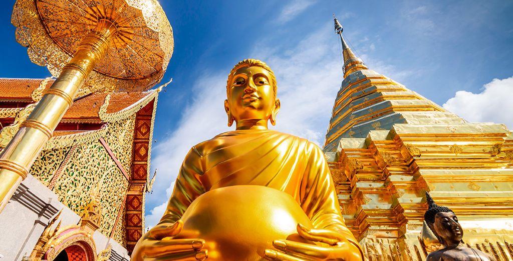 La grandeza del templo de Doi Suthep se muestra reflejado en sus construcciones y esculturas