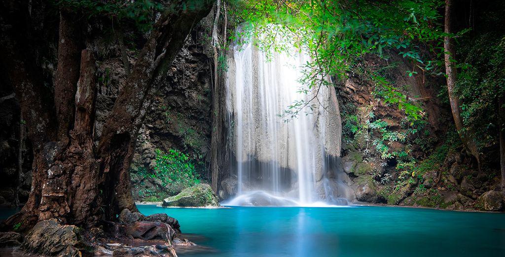 La cascada de Erawan en Kanchanaburi