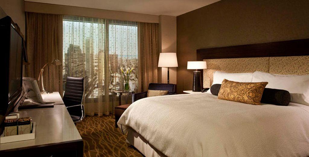 Descansa en tu habitación Sky View después de un largo día de turismo