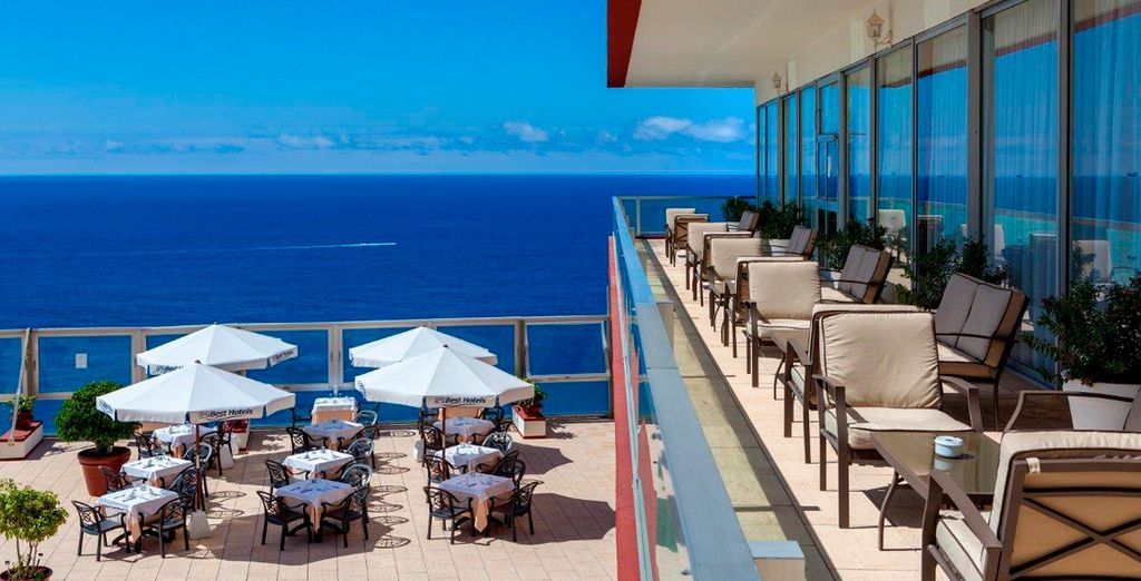 El hotel, un balcón al océano