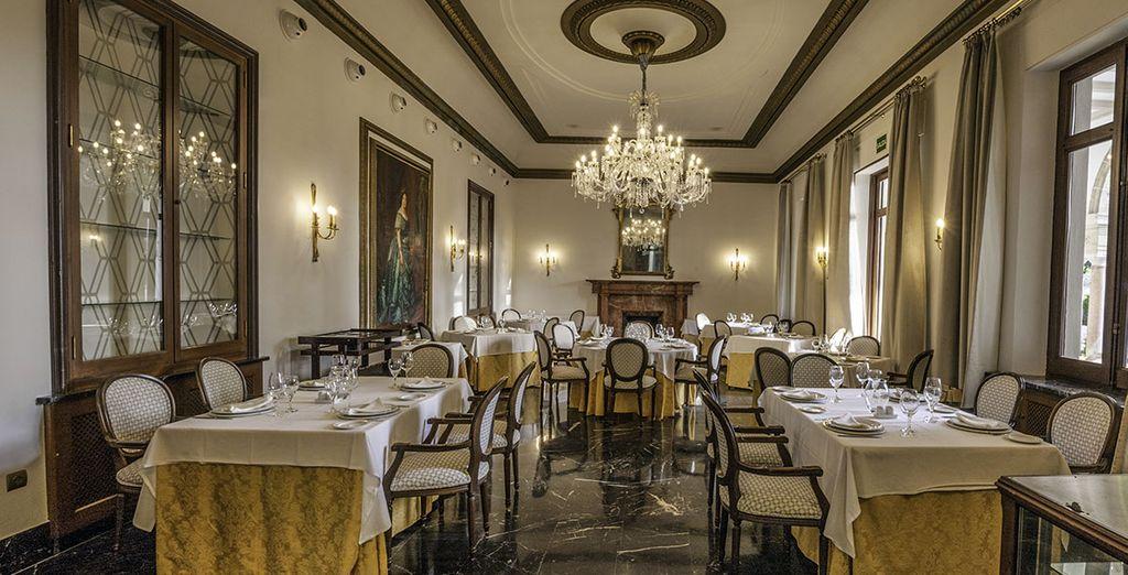 El restaurante está situado en el antiguo comedor del palacio