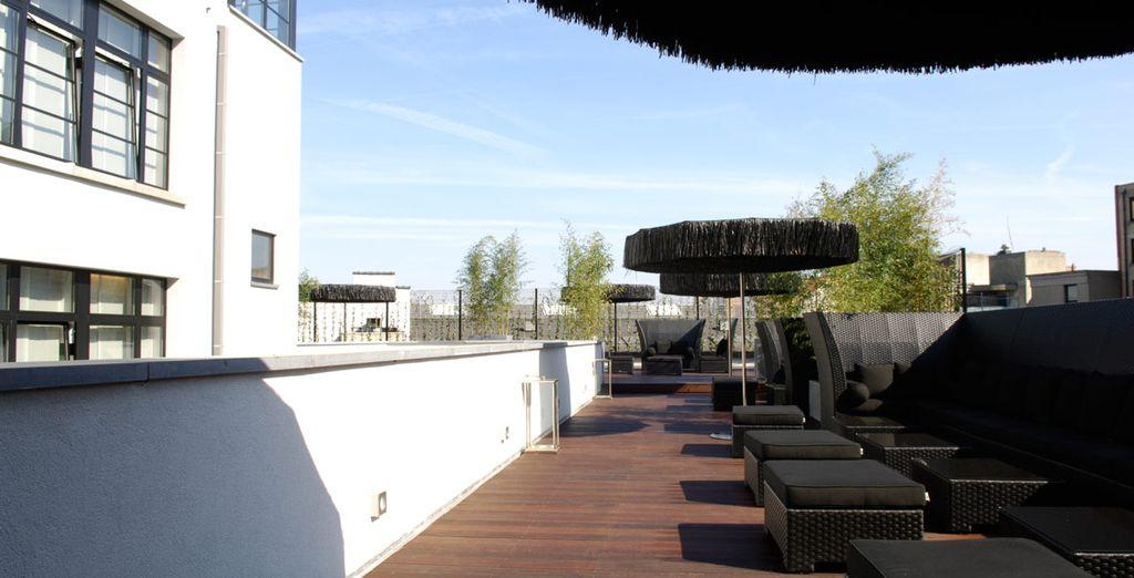 Disfruta de una amplia terraza en la azotea de 300m²