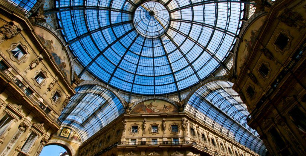 Disfruta de una tarde de compras en la hermosa Galleria Vittorio Emanuele