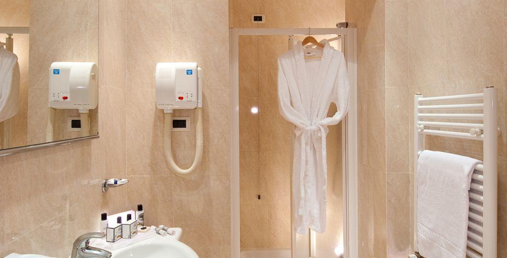 El baño está completamente equipado para cubrir todas tus necesidades