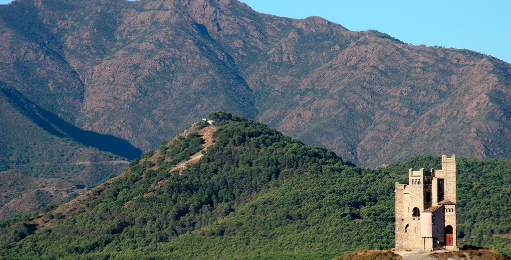O visita los bellos pueblos de la Costa del Sol como el cercano Alhaurín El Grande