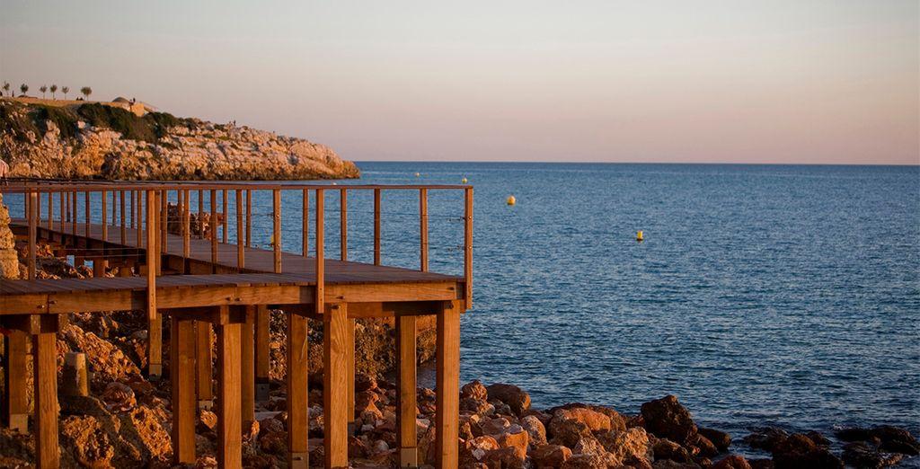 Consta de 4 playas y varias hermosas calas