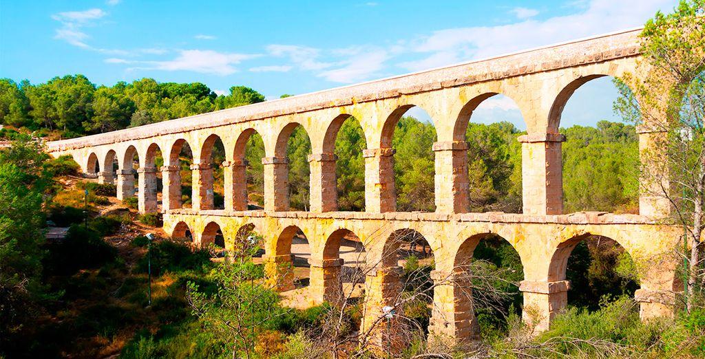 Aprovecha para conocer Tarragona y visitar el acueducto de Ferreres