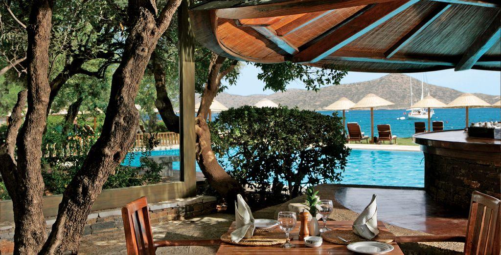 El bar de la playa privada del hotel